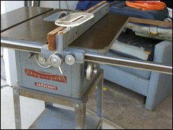 Delta 8 Inch Tilting Arbor Bench Saw Rip Fence
